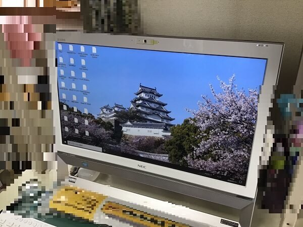 デスクトップパソコンの画面の表示がおかしい/NEC Windows 10のイメージ