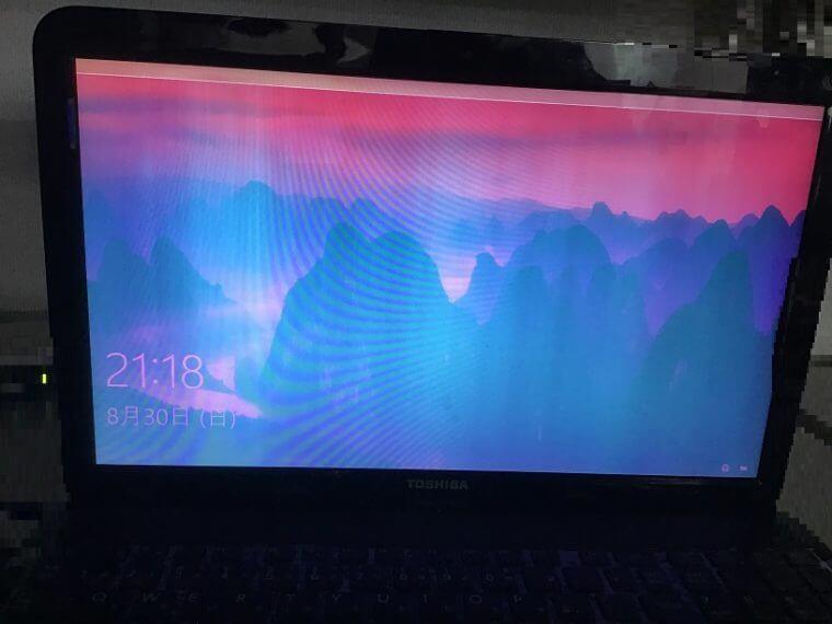 ノートパソコンの液晶パネル割れ/東芝 Windows 10のイメージ